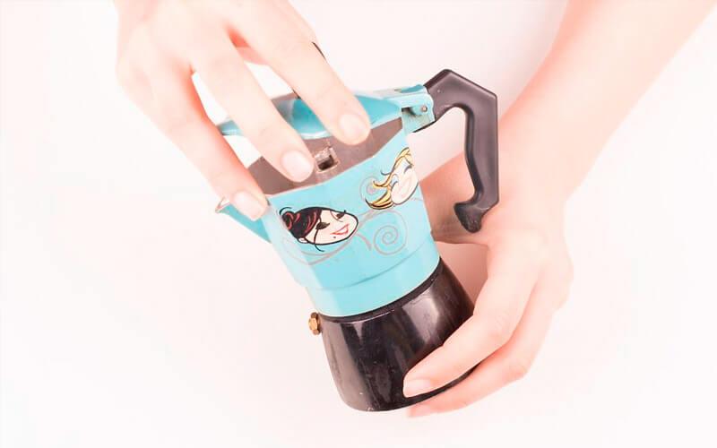 Фото1 Как варить кофе в гейзерной кофеварке пошагово