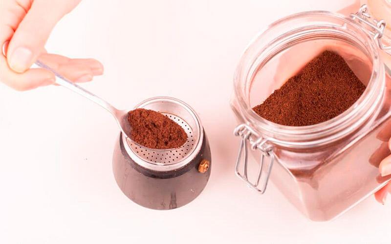 Фото8 Как варить кофе в гейзерной кофеварке пошагово