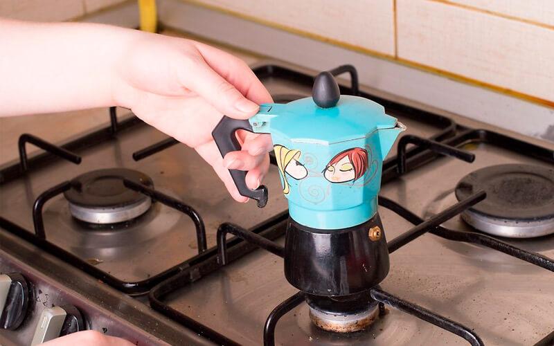 Фото9 Как варить кофе в гейзерной кофеварке пошагово