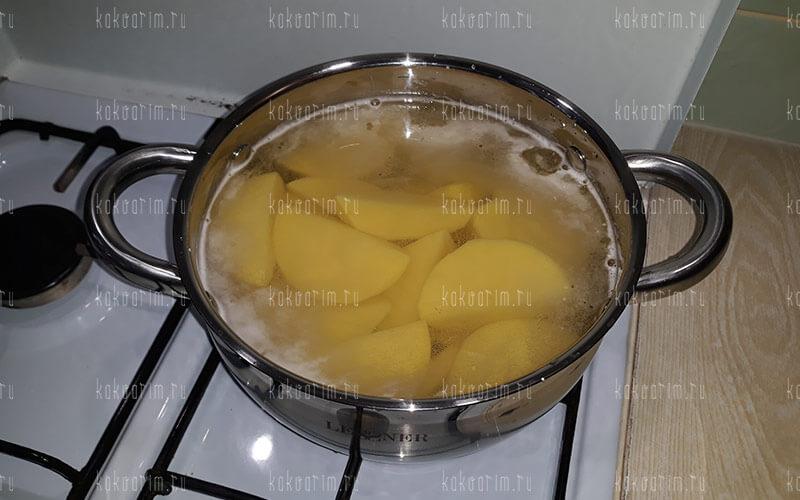 Фото 6 как варить картошку в кастрюле