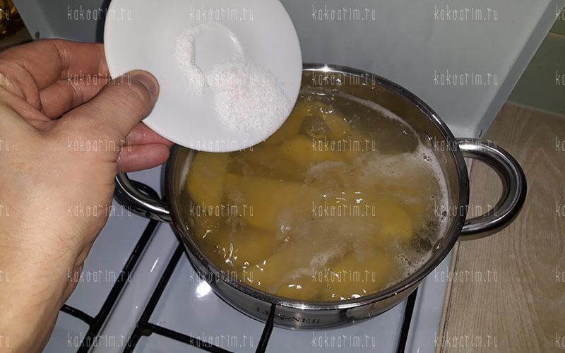 Фото 8 как варить картошку в кастрюле